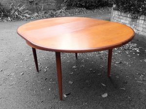 G Plan extending circular table with leaf