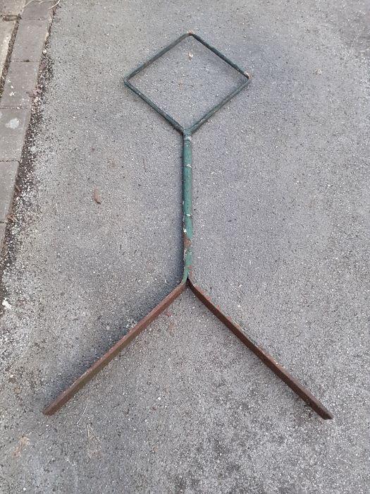 Cast iron outside lighting bracket